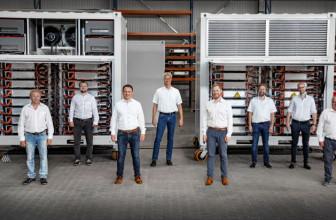 EU Innovation Fund fördert FENECON CarBatteryReFactory: Fabrik für Industriespeicher aus Zero- und Second-Life-Fahrzeugbatterien